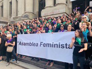 """Asamblea Feminista chilena exige frente a La Moneda: """"visibilizar y rechazar la violencia política sexual contra mujeres, lesbianas y trans"""""""