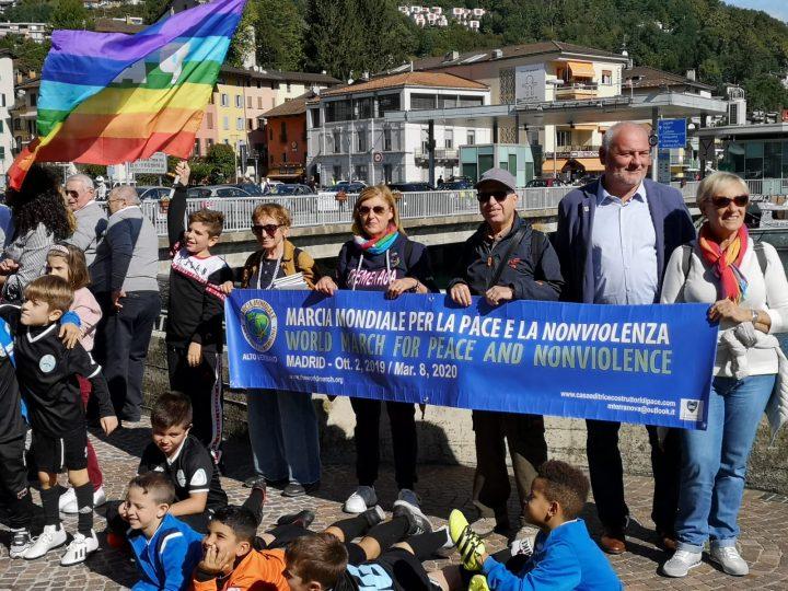 """""""In cammino per la pace"""", camminata transfrontaliera tra Italia e Svizzera"""