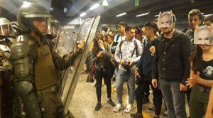 Χιλή: Χωρίς εισιτήριο στο μετρό του Σαντιάγκο, εκτεταμένες διαδηλώσεις στην πρωτεύουσα και κήρυξη έκτακτης ανάγκης