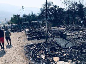 Incendio nel campo profughi di Samos
