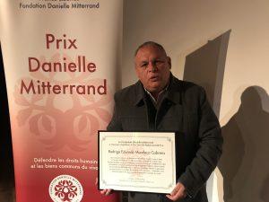 Rodrigo Mundaca recibe premio Danielle Mitterrand en Francia