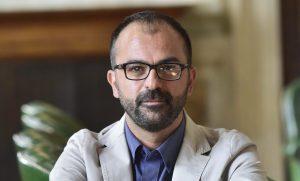 """Il prof minaccia gli studenti che manifestano con le 'sardine', Fioramonti: """"Pronto a sospenderlo"""""""