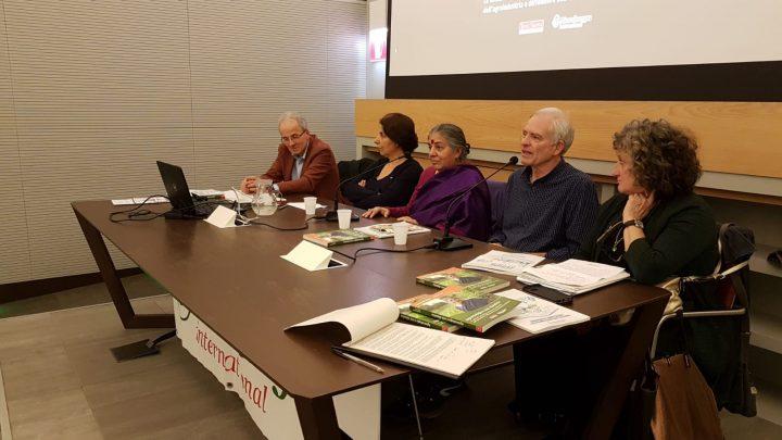 Vandana Shiva: no al cibo spazzatura nelle scuole, sì all'insegnamento del cambiamento climatico