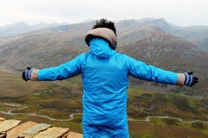 Abbigliamento sportivo: i tessuti sintetici portano l'inquinamento in alta montagna?