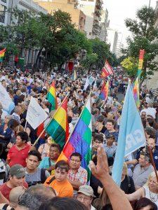 Migliaia di manifestanti a Cordoba, in Argentina, in appoggio a Evo Morales