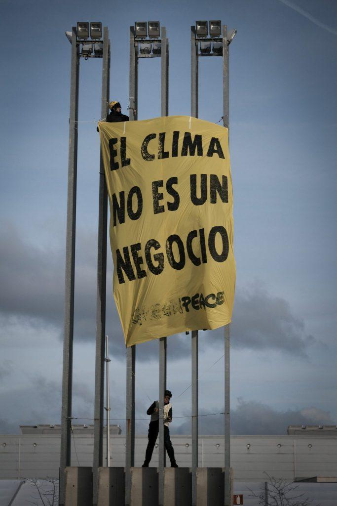 ACCION GREENPEACE_COP25_denuncia presiones grandes empresas (1)
