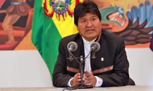 Convidado por Fernández, Morales chega à Argentina e ficará no país como refugiado