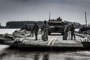 Destruir puentes, apuntalar ejércitos por Rafael Poch
