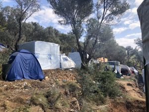Children alone amongst 6.000 refugees on Samos