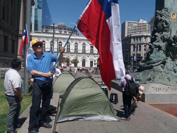 carpas y bandera