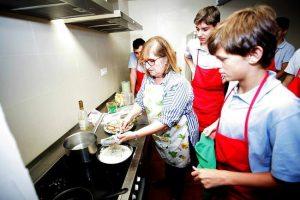 Σε αυτό το σχολείο, τα αγόρια μαθαίνουν να κάνουν δουλειές του σπιτιού