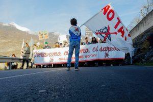In migliaia alla marcia NO TAV Susa Venaus