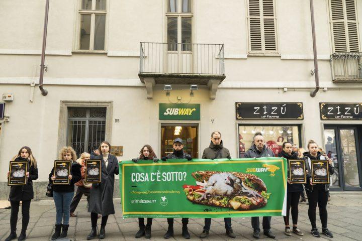 Animal Equality: manifestazione a Torino davanti a Subway