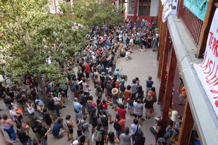 Chile: las asambleas barriales confluyen hacia una nueva Constitución