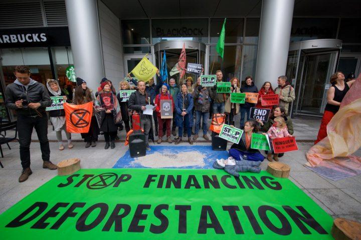 Extinction Rebellion dénonce le faux environnementalisme de BlackRock