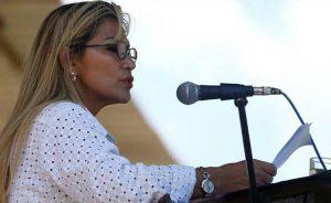 Ola de críticas a candidatura de presidenta de facto en Bolivia
