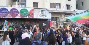 Il Cile accoglie il nuovo anno con proteste e polizia nelle strade