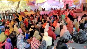 India. Campos de detención: musulmanas protestan contra discriminación religiosa