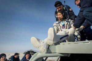 Astronauta volta à Terra após recorde feminino em missão da NASA