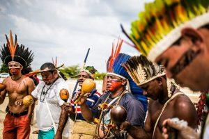 Bolsonaro quer transformar indígenas em garimpeiros