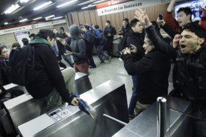 """Χιλή: μαζική έφοδος στο μετρό """"Στάση Pudahuel"""""""