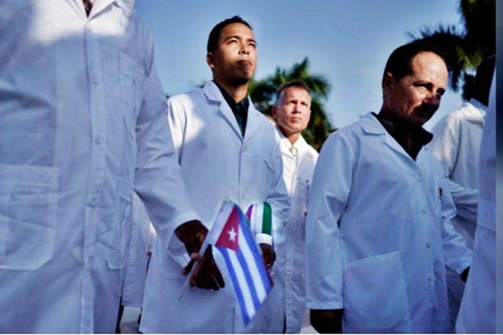 Kubanische Ärzte sind in Mailand gelandet