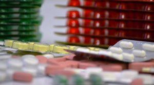 Παγκόσμια πίεση στις φαρμακοβιομηχανίες να εγκαταλείψουν τις πατέντες ενόψει κορωνοϊού