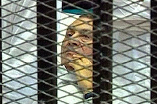 Tribunal do Egito decide que Mubarak terá novo julgamento
