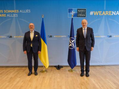 NATO-Beitritt: Allianz hält Ukraine hin und benutzt es als militärpolitisches Werkzeug
