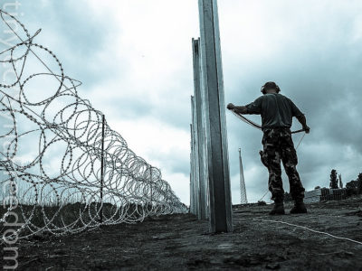 Hungarian Defence Force install barbed wire